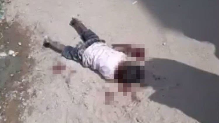 [VÍDEO+18] ¡Terrible! Este niño agoniza en plena calle tras ser atacado por 17 perros callejeros