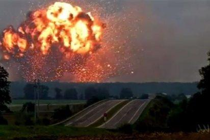 [VÍDEO] Así fue la terrible explosión de un depósito de armas en Ucrania