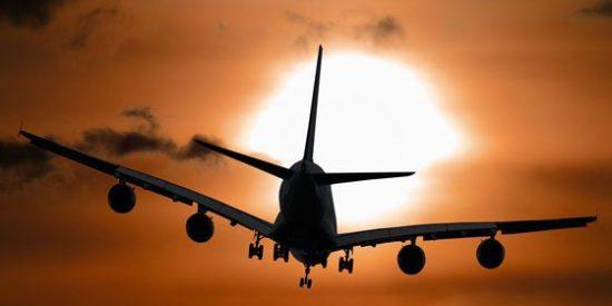 Una azafata sufre múltiples fracturas tras caída en picado de 150 metros de un avión