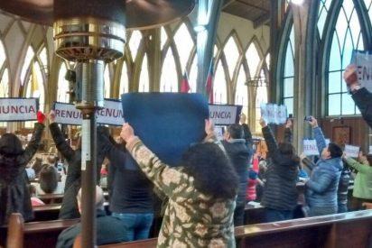 Laicos de Osorno vuelven a protestar contra el obispo Barros