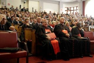 La oposición al Papa se une en torno a las misas en latín