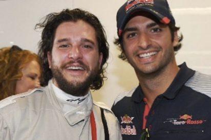 Carlos Sainz y Jon Nieve de 'Juego de tronos' posan juntos en una foto que se ha hecho viral