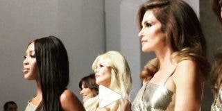Cinco top models de los 90 vuelven 'al lugar del crimen' para homenajear a Gianni Versace