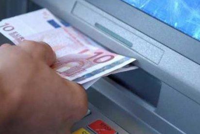 La Guardia Civil avisa a los confiados: ¡Nunca te vayas si tu cajero automático hace esto!