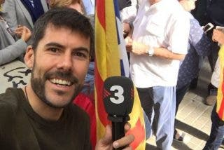 "Un periodista de TV3 bota sobre el capó de un coche de la Guardia Civil: ""Nadie puede decirme nada"""