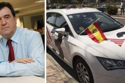 El '20 Minutos' de Escolar se cubre de gloria alarmándose con el vandalismo a un coche de TV3 al que le colocaron dos inocentes 'rojigualdas'