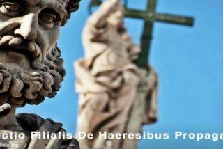 """Medio centenar de teólogos y académicos ultraconservadores acusan al Papa de """"propagar herejías"""""""