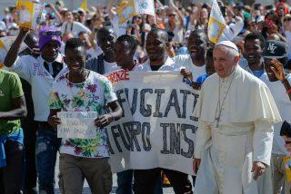 """El Papa denuncia """"los signos de intolerancia, discriminación y xenofobia"""" en Europa"""