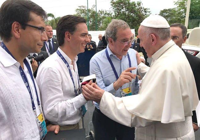 El Papa recibe a César Alierta en Colombia