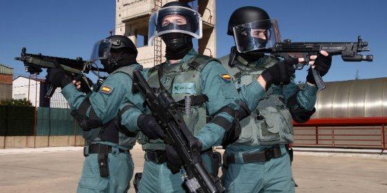 La humillación en Cataluña de 40 guardias civiles de élite 'metidos' en sacos de dormir