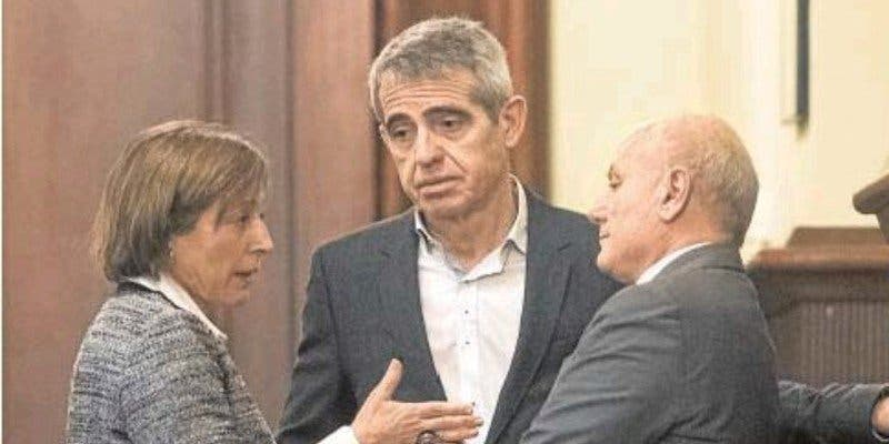 El independentismo catalán marca para el patíbulo a los dos funcionarios que dijeron 'no'