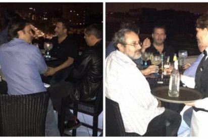 Twitter se parte de risa con estos separatistas oprimidos tomando copas en una terraza de lujo