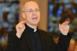 """Los ultras montan una campaña """"irracional, odiosa e histérica"""" contra el asesor del Papa, James Martin sj"""