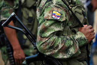 El vídeo más humillante: Así las FARC autoriza a recoger los cadáveres de los militares venezolanos asesinados