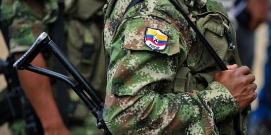 Paramilitares colombianos amenazan con una matanza de policías chavistas por amparar a la guerrilla