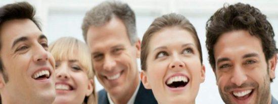 Los 9 métodos infalibles para gustarle a la gente enseguida