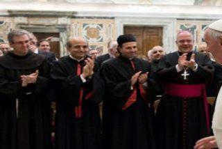 """El Papa pide a los nuevos obispos """"discernir con humildad y obediencia con el pueblo y para el pueblo de Dios"""""""