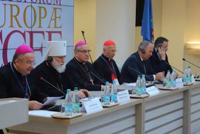 """El Papa anima a los obispos europeos a explorar nuevos """"caminos de colaboración pastoral"""""""