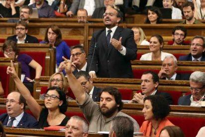 Los golpistas se ríen del Estado y aprueban la ley de la república catalana