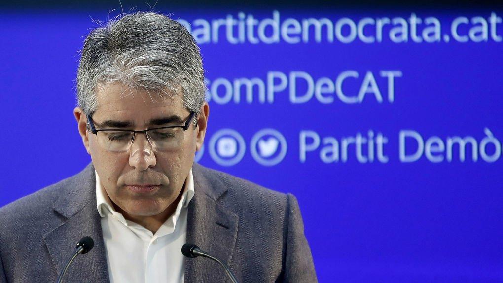 Francesc Homs pasa de cobrar 8.350 euros al mes a pedir dinero por WhatsApp porque le van a embargar por el 9N