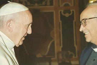 Una mirada y un afectuoso apretón de manos: con el Papa de los refugiados