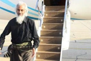 El padre Tom Uzhunnalil, liberado, viaja hacia el Vaticano para encontrarse con el Papa