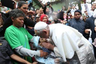 """Francisco: """"La sociedad se puede sostener solamente cuando se apoya sobre una solidaridad verdadera"""""""