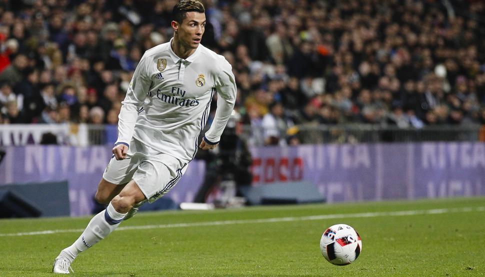 Cristiano Ronaldo la lía con un bombazo que arrasa en el Real Madrid