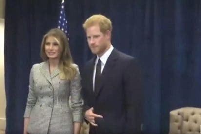 [VÍDEO] Este extraño gesto del príncipe Harry en el encuentro con Melania Trump en Toronto inquieta a las redes