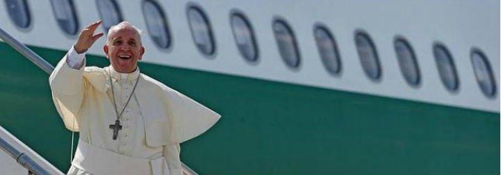 El Papa Francisco ya vuela hacia Colombia