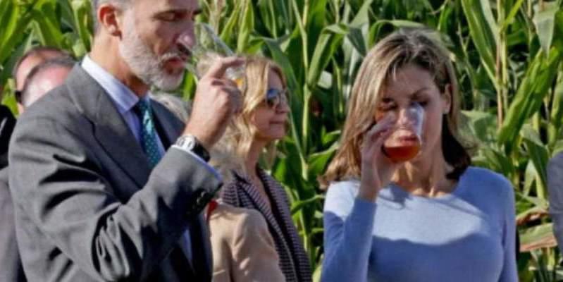 La Reina de España también pimpla un poco... a menos que la sidra fuera sin alcohol