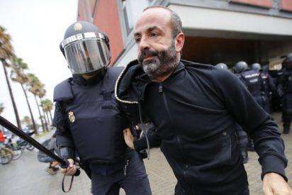 ¡Esta es nuestra Policía Nacional! Gritos a favor de los agentes destacados en Cataluña
