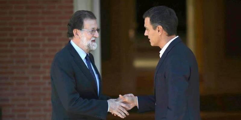 El claudicante Sánchez pide a Rajoy que negocie con Pablo Iglesias y el golpista Puigdemont