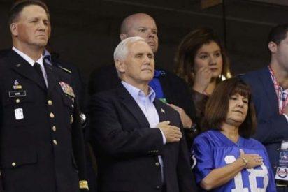 El vicepresidente Pence se va del estadio indignado por una protesta contra el himno de EEUU