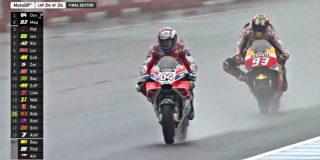 Andrea Dovizioso le gana a Marc Márquez un duelo de infarto bajo la lluvia