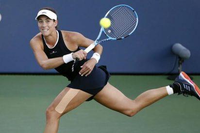 Garbiñe Muguruza domina a Ostapenko en el torneo de 'maestras' en Singapur