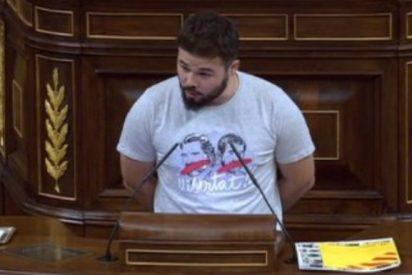 La bufonada del chulesco Rufián en el Congreso con su desafiante ninguneo a Pastor