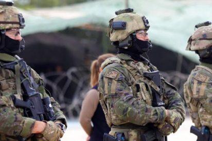 Los militares españoles corren por las calles de Barcelona cantando a viva voz