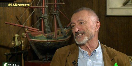 """Arturo Pérez-Reverte le mete una imperial sacudida a las """"tontas del chichi"""" que le acusan de machista"""