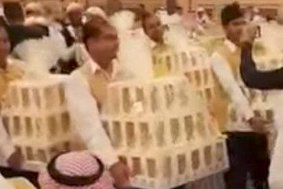 [VIDEO] Novios regalan un iPhone 8 a todos los invitados a su boda en Arabia Saudita