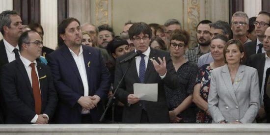 ¿Qué les pasará a Puigdemont, Junqueras y su Govern si se 'atrincheran' en la Generalitat?