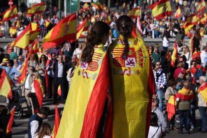 Miles de personas abarrotan la plaza de Colón en defensa de la unidad de España