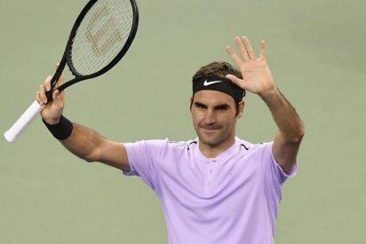 Roger Federer vuelve a la acción con un trabajado triunfo en Shanghai ante el argentino Schwartzman