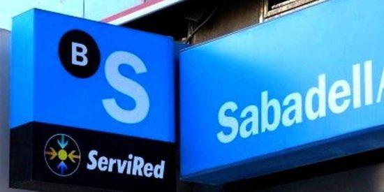 El Banco Sabadell sale de estampida de Cataluña
