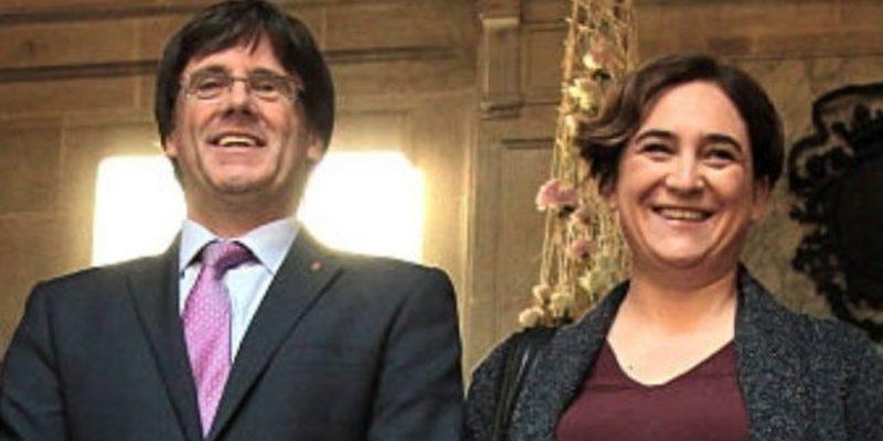 Ada Colau intenta ir de buena con los periodistas y en Twitter le dan la pulpo por falsa