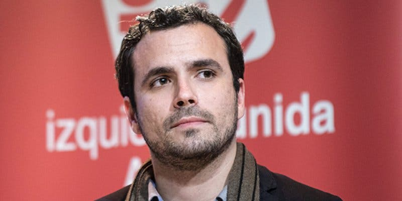 El bobo Alberto Garzón ataca a la Policía Nacional por estar a favor de la unidad de España