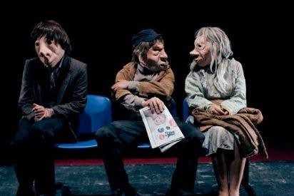 André, Dorine y Kulunka, sin palabras