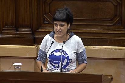 """El mensaje oculto en la 'fachosa' camiseta de Anna Gabriel: """"Sol y paella"""""""