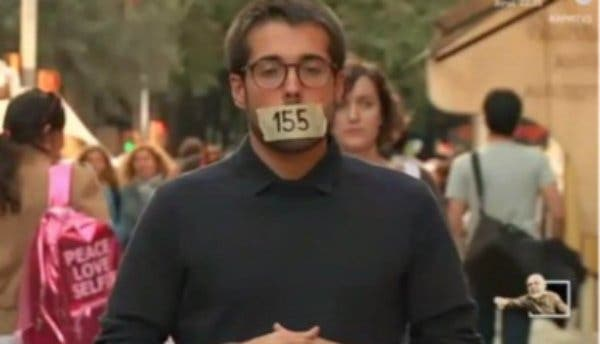 Victimismo a chorros en la 'neutral' TV3: un reportero simula estar amordazado por el 155