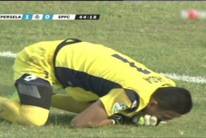 [VÍDEO] Así muere este portero durante un partido tras chocar contra el compañero